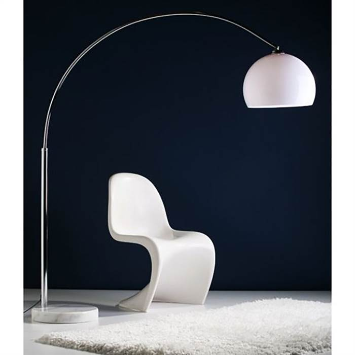 Bogenlampe Und Retro Chair