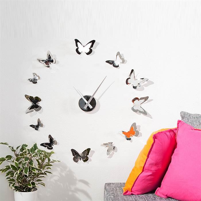 Wunderschöne Wanduhr mit Schmetterlingen