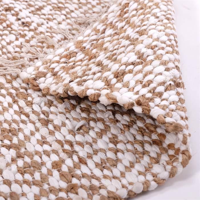 Flickenteppich NAHLA ist weich und strapazierfähig zugleich. NAHLA hat ein wunderschönes Muster und punktet mit weichen Farben.